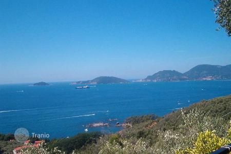Luxury houses for sale in Lerici. Villa – Lerici, Liguria, Italy