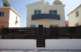 Property for sale in Universal. 2 Bedroom Detached Villa Universal — Close to Schools