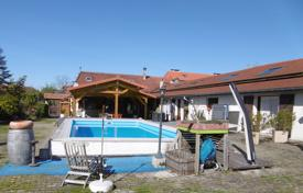Property for sale in Hautes-Pyrénées. Historical villa with a pool, a garden and a guest house, close to Maubourg, Hautes-Pyrénées, France