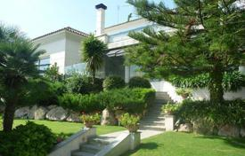 Luxury 4 bedroom houses for sale in Catalonia. House in Barcelona