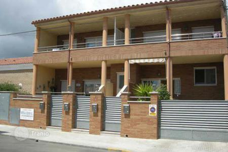 Foreclosed 3 bedroom apartments for sale in Costa Dorada. Apartment - Mont-roig del Camp, Catalonia, Spain