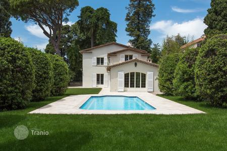 Luxury 5 bedroom houses for sale in France. Two-storeyed villa with private pool and garden, Cannes, France
