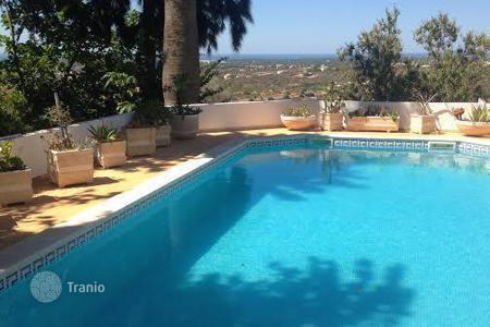 Residential for sale in Quarteira. Villa - Quarteira, Faro, Portugal