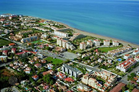 Penthouses for sale in Spain. Furnished apartment in a residence with swimming pool, close to the sea, in Denia, Spain