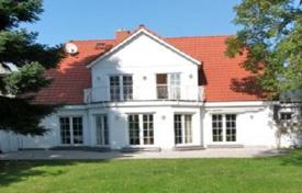 Property for sale in Schwalbach am Taunus. Modern villa with a large plot of land in Schwalbach, a suburb of Frankfurt