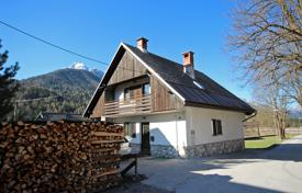 3 bedroom houses for sale in Slovenia. This a cute end of village house with 3 bedrooms, terrific views and at a great price