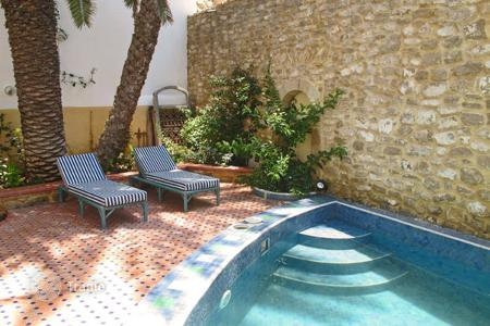 Villas and houses for rent with swimming pools in Africa. Riad Tamara