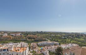 Cheap 2 bedroom apartments for sale in Estepona. Lovely apartment with interrupted panoramic views towards the sea