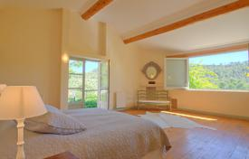 6 bedroom villas and houses to rent in Grambois. Detached house – Grambois, Provence — Alpes — Cote d'Azur, France
