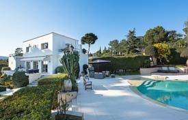 4 bedroom houses for sale in France. Splendid villa with sea view and swimming pool, Antibes