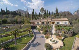 Residential for sale in Le Bar-sur-Loup. Cannes Backcountry — Provençal villa