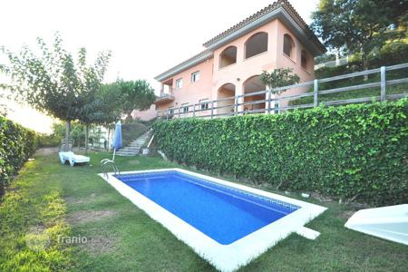 3 bedroom houses for sale in Costa Brava. Beautiful villa with swimming pool near Lloret de Mar