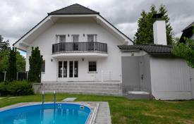 Villas and houses for rent with swimming pools in Central Europe. Townhome – Pruhonice, Central Bohemia, Czech Republic
