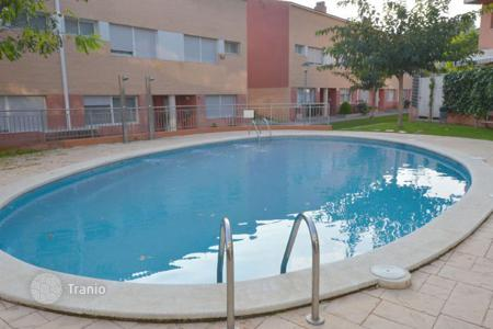 Townhouses for sale in Catalonia. Comfortable house with a swimming pool, Sant Cebrià de Vallalta, Spain