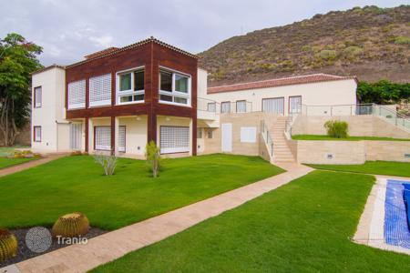 4 bedroom houses for sale in Canary Islands. Villa – Adeje, Canary Islands, Spain