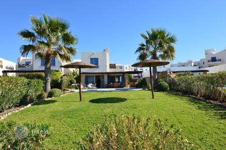 Luxury houses with pools for sale in Paphos. Villa – Paphos (city), Paphos, Cyprus