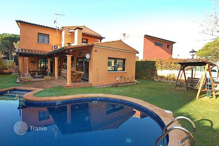 3 bedroom villas and houses to rent in Santa Maria de Solius. Detached house – Santa Maria de Solius, Catalonia, Spain