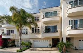 Townhouses for sale in North America. Townhouse in the center of Malibu