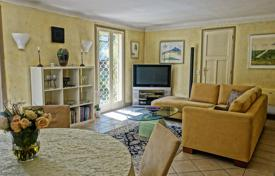 3 bedroom houses for sale in Le Cannet. Cozy four-room cottage in a quiet area, Le Cannet, France