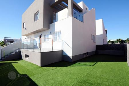 Townhouses for sale in Costa Blanca. Townhouses with basement, solarium and private garden