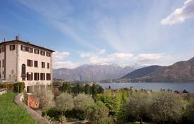 Apartments with pools for sale in Lombardy. Apartment in exclusive residence overlooking Lake Como