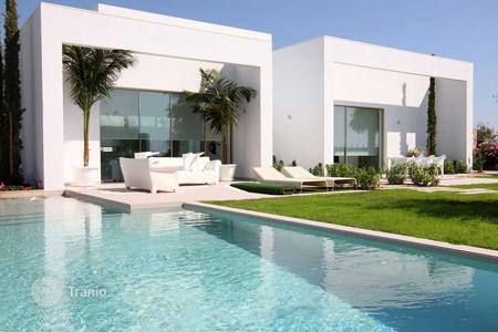 4 bedroom houses for sale in Alicante. Luxury villa with 4 bedrooms and private pool in Las Colinas Golf