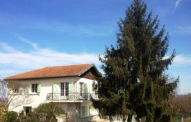 Property for sale in Hautes-Pyrénées. Historical villa with a spacious garden and an annex, with a view of the mountains, near Tarbes, Hautes-Pyrénées, France