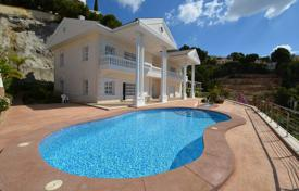 Luxury villas and houses with pools for sale in Costa Blanca. Villa in classical style with sea views in Altea, Alicante, Spain