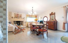 Property to rent in Province of Lecce. Comfortable villa in traditional Italian style, with a swimming pool, a large garden and a parking, Melissano, Italy