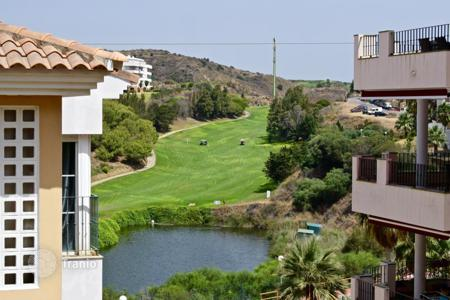 Cheap 2 bedroom apartments for sale in Andalusia. Beautiful 2 bedroom and 2 bathrooms apartment overlooking the lake and golf course