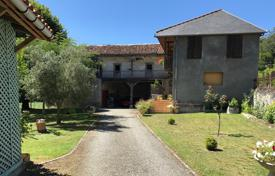 4 bedroom houses for sale in Occitanie. Historic villa with a garden and additional outbuildings, 15 minutes drive from the city center, Lannemezan, France