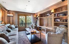 4 bedroom apartments for sale in Auvergne-Rhône-Alpes. Bright apartment with four bedrooms near the ski slopes, Courchevel, France