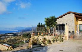 Villa with stunning views of the harbor and the Cote d'Azur in Bordighera for 550,000 €