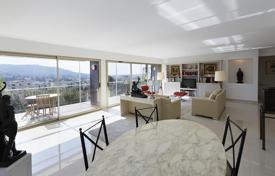 Penthouses for sale in Côte d'Azur (French Riviera). Spacious penthouse with a large roof-top terrace, in a prestigious district of Le-Cannet, France