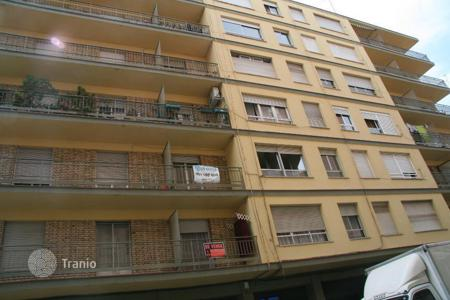 Cheap apartments for sale in Lerida. Apartment – Lerida, Catalonia, Spain