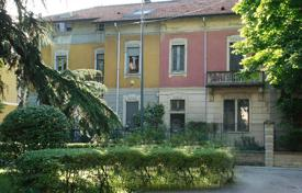 Property for sale in Milan. Cottage in a gated area in the historic center of Milan, Italy