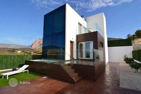 Residential for sale in Finestrat. 3 bedroom modern villas with private pool, jacuzzi and garden in Finestrat