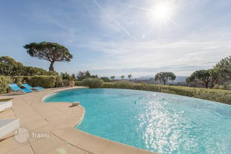 Luxury residential for sale in Villeneuve-Loubet. Magnificent modern villa in a prestigious domaine — Vaugrenier