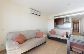 Apartments for sale in Kalonji. Spacious apartment with a terrace, in a residential complex on the first line from the sea, Calonge, Spain