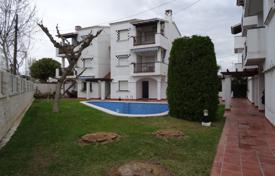 2 bedroom apartments for sale in Tarragona. Apartment with a parking in a residential complex with a swimming pool, Cambrils, Spain
