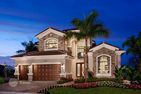 4 bedroom houses for sale in North America. Modern house in a residence in Jupiter