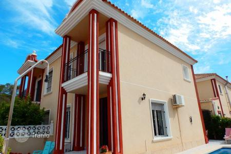 Townhouses for sale in Dehesa de Campoamor. Semi-detached house of 3 bedrooms with private pool in Orihuela Costa