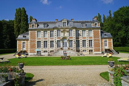 Villas and houses to rent in Normandy. Chateau de Saint Maclou