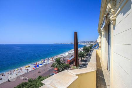Luxury 4 bedroom apartments for sale in Côte d'Azur (French Riviera). Large apartment on the seafront in Nice