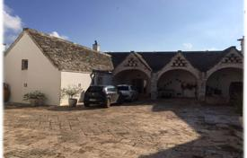 Property for sale in Apulia. The castle of the ancient Italian family built in 1600
