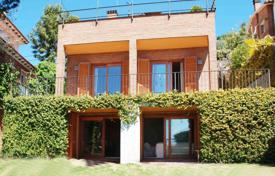 4 bedroom houses for sale in Catalonia. Villa – Premià de Dalt, Catalonia, Spain