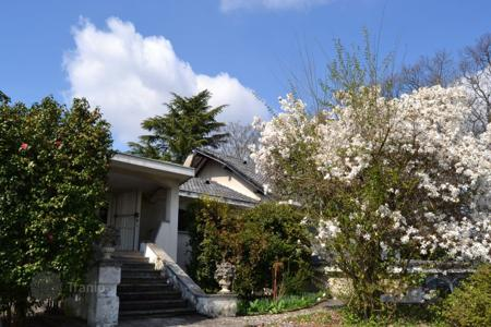 Residential for sale in Somma Lombardo. Villa – Somma Lombardo, Lombardy, Italy
