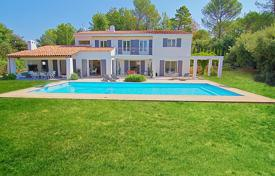Houses for sale in Roquefort-les-Pins. Entirely renovated villa with a large pool in a residential area, Roquefort les Pins, France