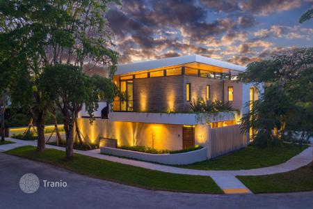 Luxury 4 bedroom houses for sale in North America. New designer house with a pool and a garage in Miami, Florida