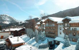 4 bedroom apartments for sale in Auvergne-Rhône-Alpes. Luxury duplex with terraces, in a new residence, in the center of a ski resort, Courchevel, France